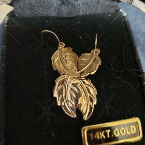 Jewelry - 14k leaf earrings